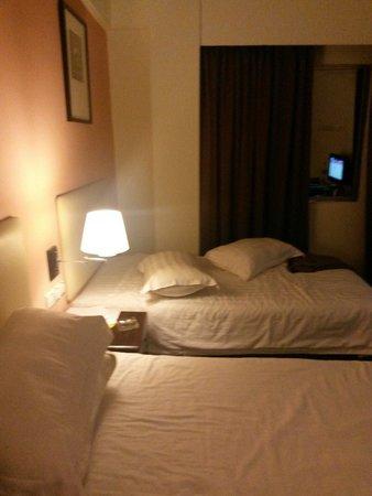 Ritz Garden Hotel: A two single bedroom type.