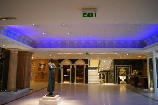 Royal Olympic Hotel: Recepción