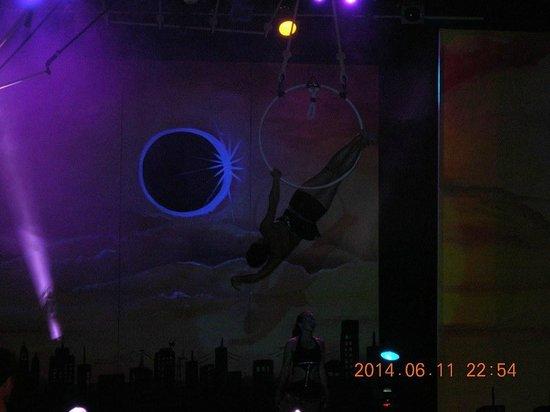 Club Med Djerba la Douce : spectacle ECLIPSE (avec trapèze)
