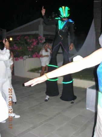 Club Med Djerba la Douce : Boris en Alien iluminé  de 3 mètre de haut !!