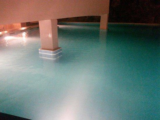 Ritz Garden Hotel: Swimming pool area!