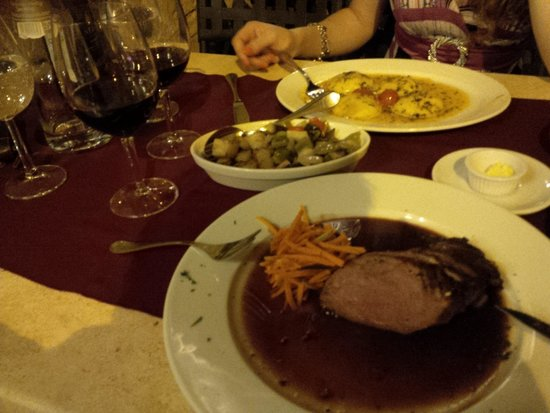 Peperoncino Restaurant : Some food, some wine and a beautiful date.