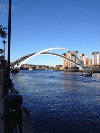 Gateshead Millenium Bridge: Millennium bridge Newcastle