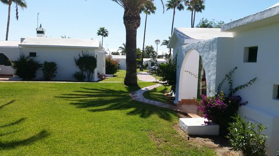 Bungalows Club Maspalomas: great space between bungalows