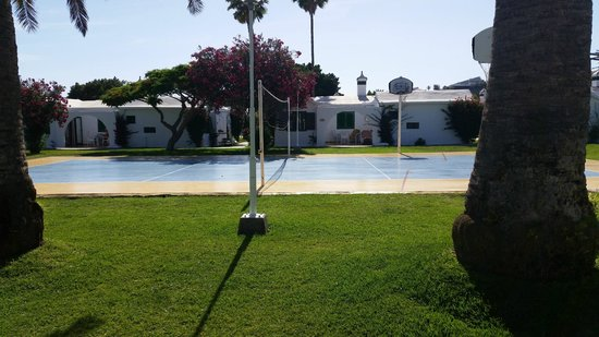 Bungalows Club Maspalomas: view from our terrace to volley ball court