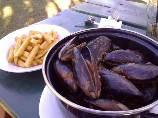 Portugese mussels at the Grand View Hotel. Yummy