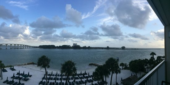 Wyndham Garden Clearwater Beach: Beautiful view from a beachfront room balcony. But not ideal for sunrise/sunsets.