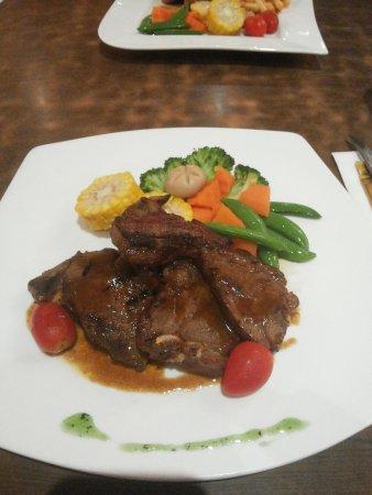 Restoran Sakura: Lamb Chops with more veggies instead of mash potatoes