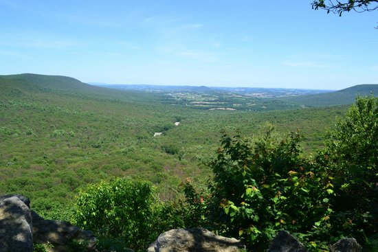 Hawk Mountain Sanctuary: One of the overlooks on Hawk Mountain