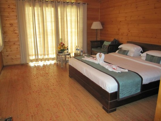 Ozran Heights Beach Resort: View Inside room, decorated
