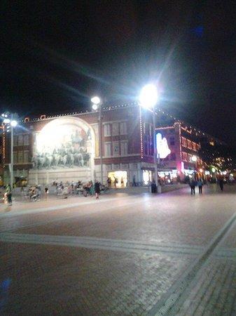 Hilton Fort Worth: Sundance Square at night