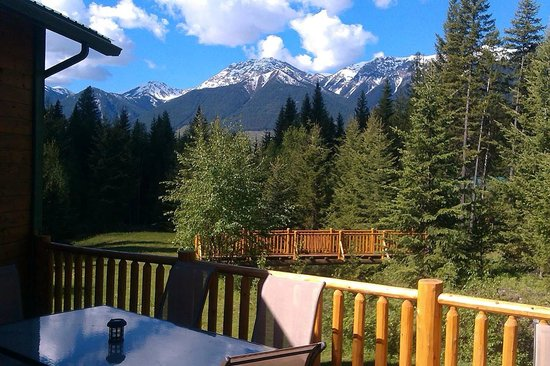 Cross River Wilderness Centre : Dining with a view