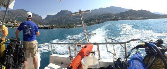 Dive2gether Crete: Met de boot op pad.