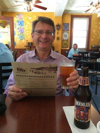 Bellevue Bistro: Beer time... The crack of noon.