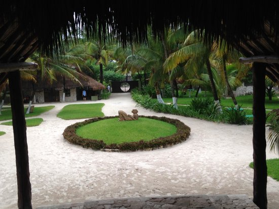 Maya Tulum Resort: View of grounds from the eating area