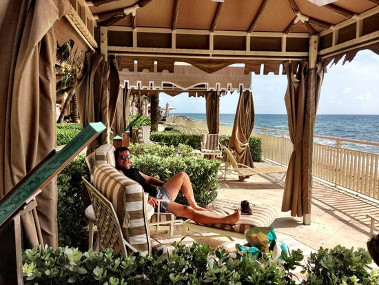 Eau Palm Beach Resort & Spa : cabanas by the sea