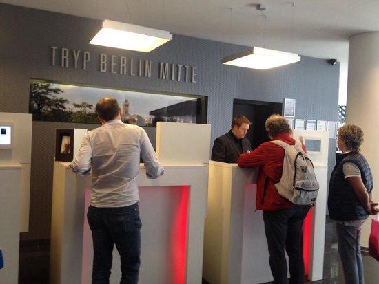 Tryp Berlin Mitte Hotel: Reception :)