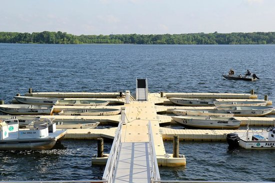 Manasquan Reservoir Visitor Center : boat dock