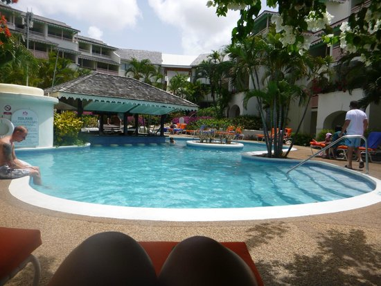 Bougainvillea Beach Resort: Pool with pool bar
