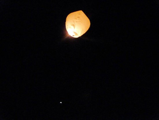 Riad Matham : laché de lanternes