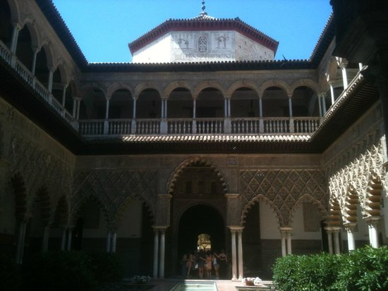 Real Alcázar: One of the central courtyards