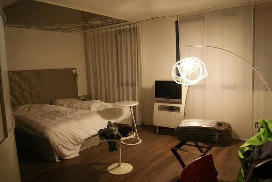 Ibis Styles Lille Aeroport: Vue de la chambre, avec lit de grandes dimensions