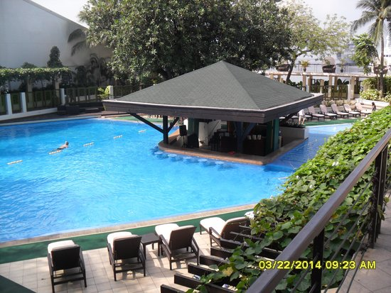 Pool Bar Picture Of The Manila Hotel Manila Tripadvisor