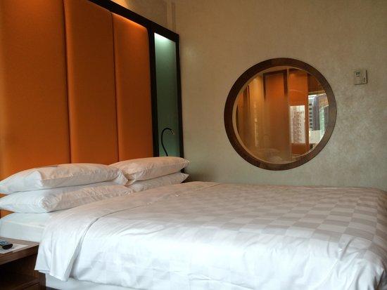 Orchard Hotel Singapore : Corner room
