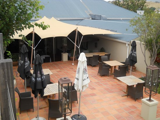 The Royal Hotel: court yard - just love the place