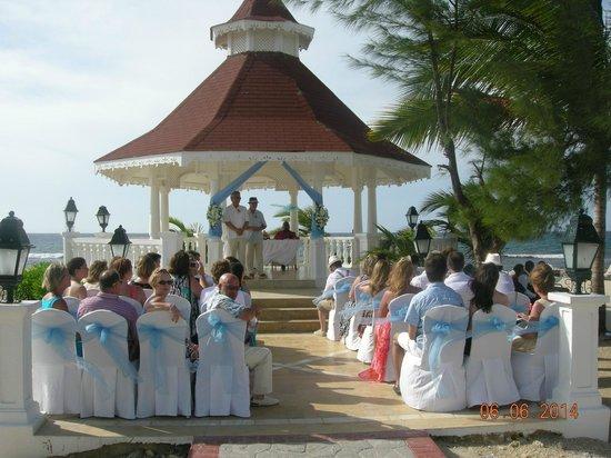 Luxury Bahia Principe Runaway Bay Don Pablo Collection : wedding gazebo