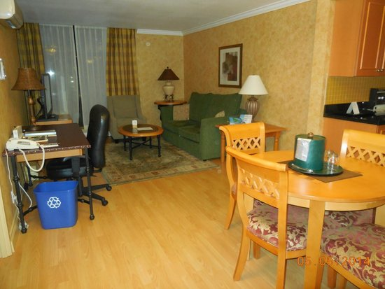 Sunset Inn and Suites : Lounge