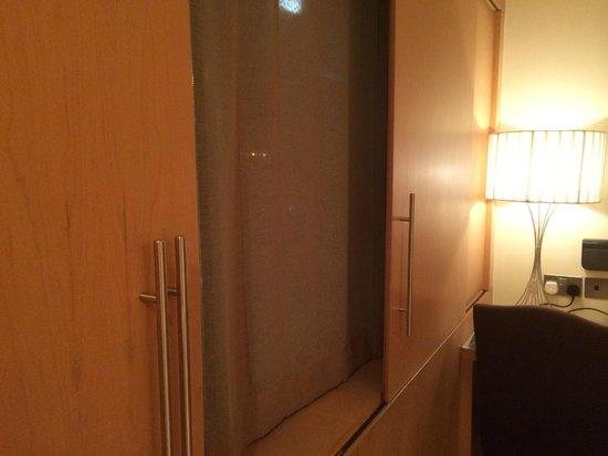 The Palace Boutique Hotel: Необычные жалюзи на окнах