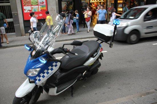 Hotel SERHS Rivoli Rambla: POLICE