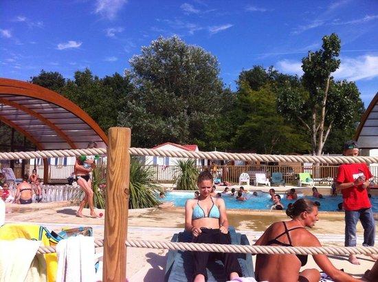 Camping Les Chênes de Médis : piscine