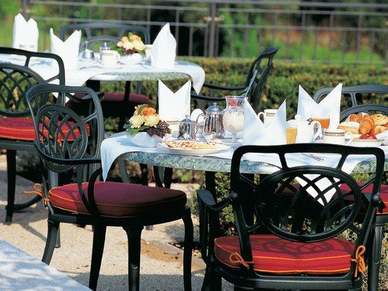Victor's Residenz-Hotel Schloss Berg: Terrasse