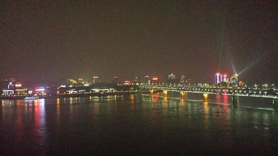 Holiday Inn Riverside Wuhan: Night view from my room