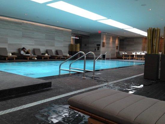 Four Seasons Hotel Toronto : Terrific pool area