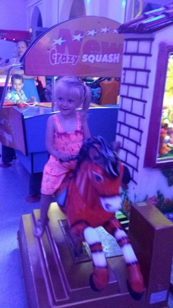 Aliathon Holiday Village: My kids loved the arcade me not so much because you couldn't get involved with the evening enter