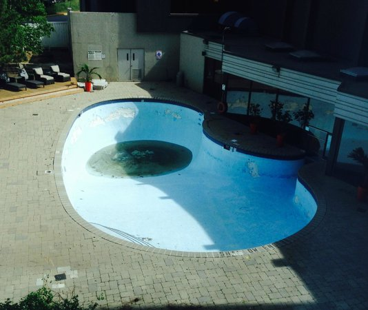 Hilton Toronto Airport Hotel & Suites: Pool at the Toronto Hilton