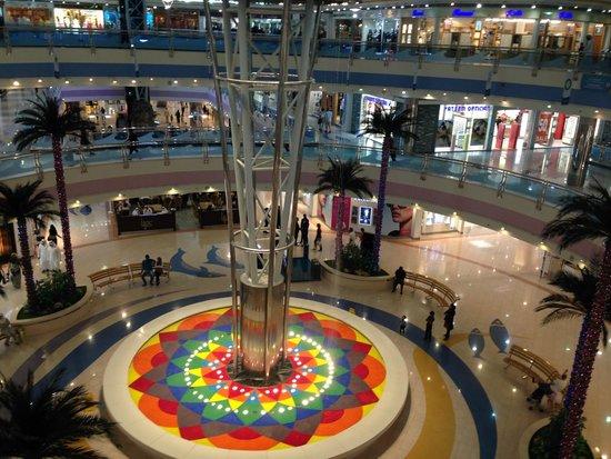 Marina Mall: Fountain