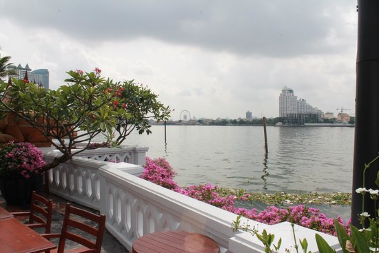 Anantara Riverside Bangkok Resort: esterno