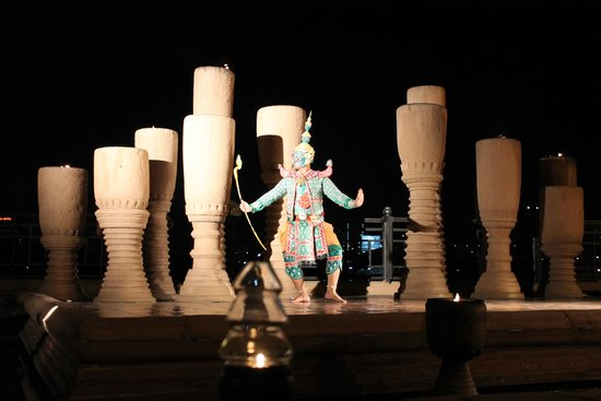 Anantara Riverside Bangkok Resort: spettacolo serale