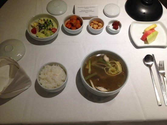 Novotel Seoul Ambassador Gangnam : Room service.