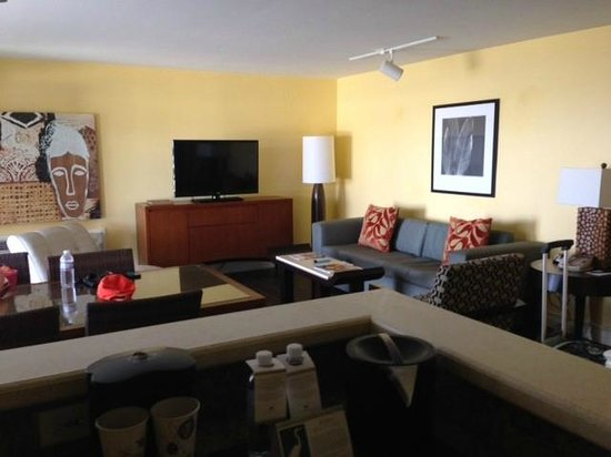 Paradise Point Resort & Spa: view of living room from kitchette