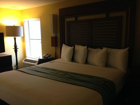 Paradise Point Resort & Spa: bedroom with king bed