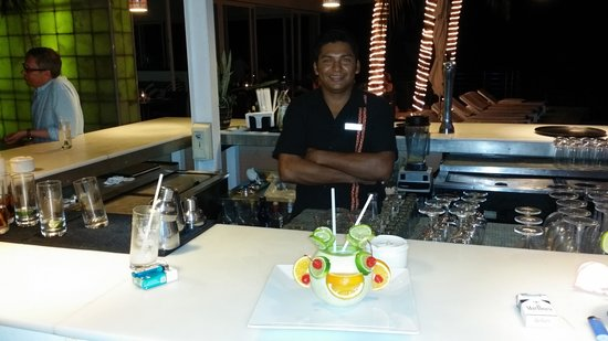 Blue Diamond Luxury Boutique Hotel: Javier creating a special farewell drink