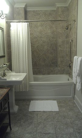 J.H. Adams Inn: Tub! (aka the only picture I took)