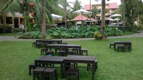 Vinh Hung Riverside Resort: Garden
