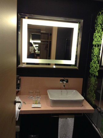 Double Tree Hilton  Hotel Girona: Beautiful bathrooms