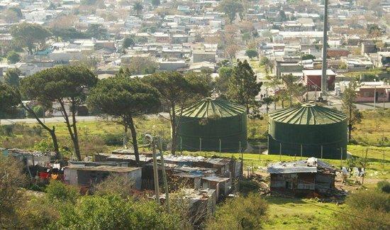 Fortaleza del Cerro: Some of the slums just below Cerro